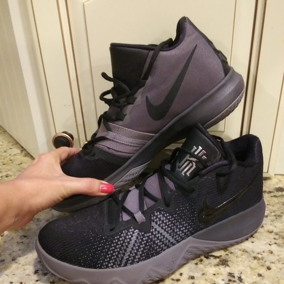 Kyrie Fly Trap Irving Basketball Shoe